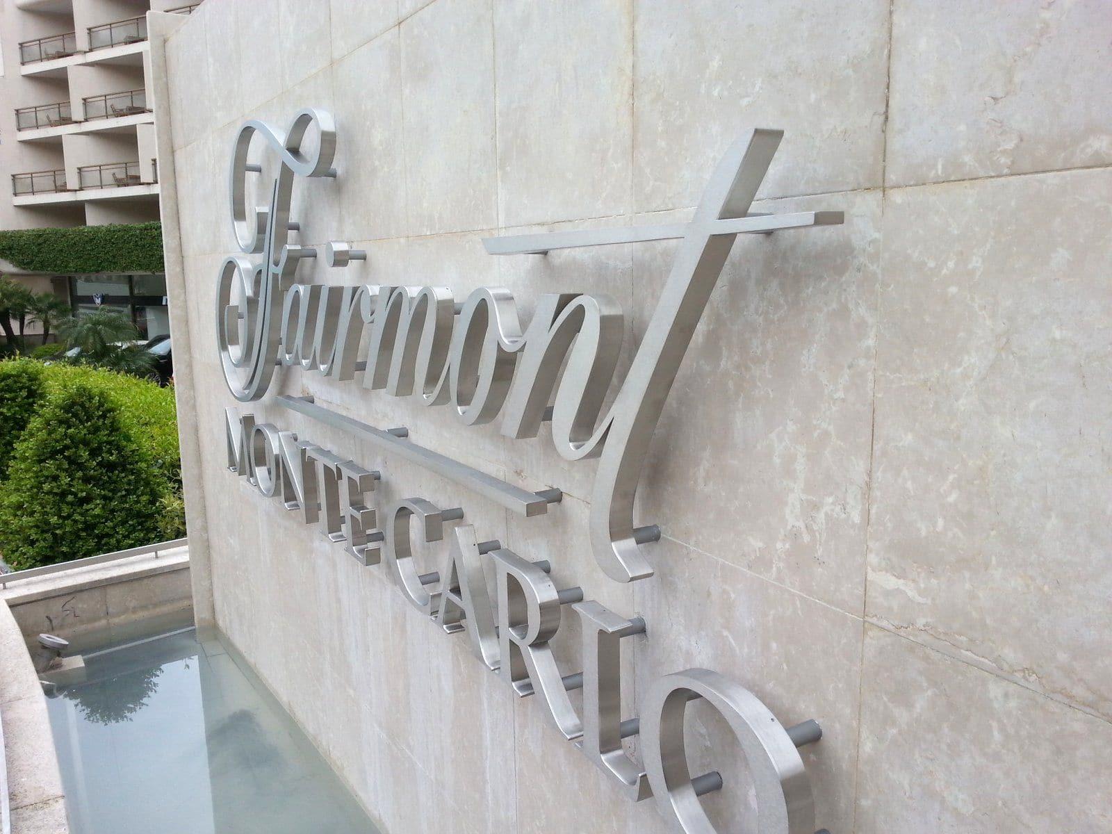 enseigne-metal-hotels-monaco-fairmont-2