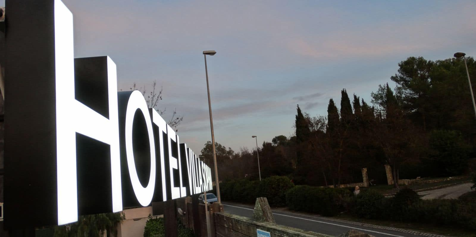 enseigne-metal-hotels-sophia-antipolis-hotel-villa-sophia-2