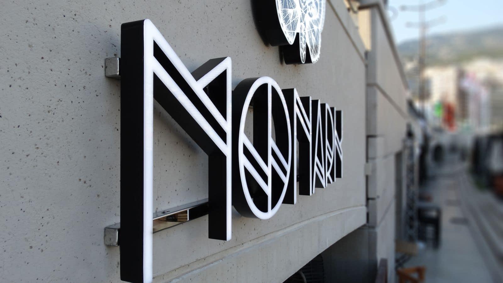enseigne-metal-restaurants-monaco-monark-2
