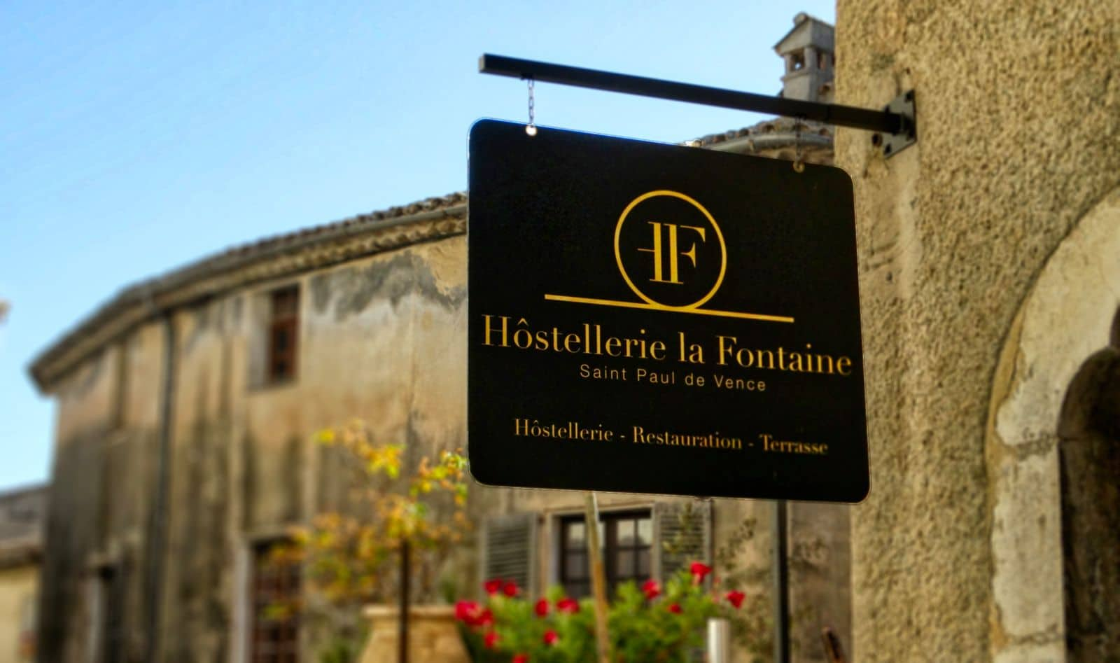 enseigne-restaurants-saint-paul-de-vence-hostellerie-la-fontaine